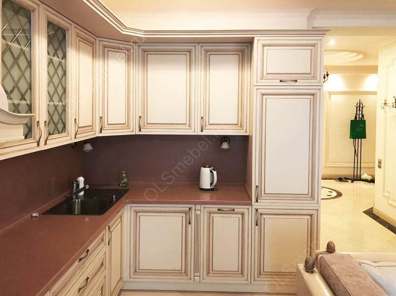 кухня МДФ с патинированными фасадами Тиара с золотой патиной