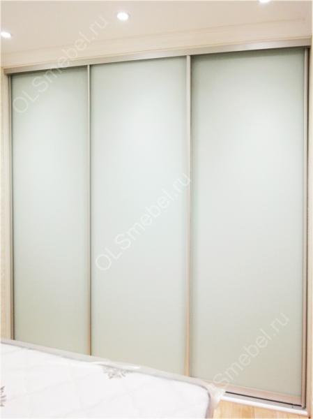 шкаф-купе с дверями из матового стекла