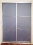встроенный шкаф купе с дверями из матового стекла